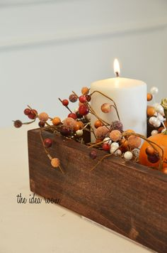 Use leftover pallet wood to make this box centerpiece for my thanksgiving table