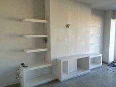 Mueble entretenimiento tv Tv Cabinet Design, Tv Wall Design, House Design, Tv Walls, Apartment Bedroom Decor, Tv Cabinets, Closets, Bookcase, Shelves