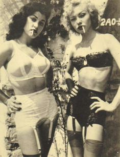 Vintage picture of woman in underwear #portejaretelle #oldstyle