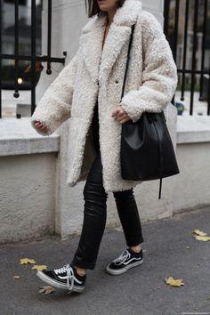 How to wear a Teddy Coat I More on viennawedekind.com #teddycoat