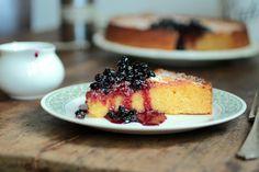 Torta de limón, ricota, polenta y arándanos