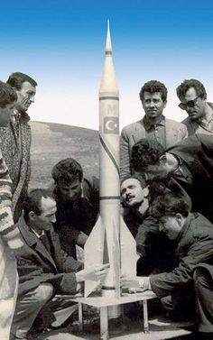 1959 yılında, Bandırma'da lise öğrencileri tarafından, Türkiye'de eşi benzeri görülmeyen bir kulüp kurulur: Bandırma Füze Kulubü… 1962' de ilk Türk füzesi semaya çıkar. 1963 yılında görünmeyen bir el tarafından kapatılır...