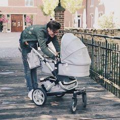 Der Kinderwagen an dem auch Papa viel freude mit hat! #joolz #kinderwagen #eltern #schwanger #shopping #beratung Future Maman, Baby Strollers, Children, Daddy To Be, Parents, Counseling, Tote Bag, Kids Wagon, Baby Prams