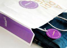Bolsa y hang tag para liquidación de temporada de Tucci, bajo concepto Arrivederci, primavera verano 2012. Realizado en Estudio FBDI.