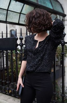 wanna give your hair a new look? Curly bob hairstyles is a good choice for you. Here you will find some super sexy Curly bob hairstyles, Find the best one for you, Short Curly Bob, Wavy Perm Short Hair, Short Curls, Corte Y Color, Great Hair, Pretty Hairstyles, Black Hairstyles, Curly Bob Hairstyles, Hairstyle Ideas