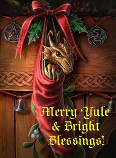 My favouritest Yule Dragon - this is the wallpaper on my phone every year!!! :O)