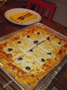 Ingredients: 1 cup (s) of milk 1 unit (s) of egg 1 teaspoon (s) of salt 1 teaspoon (s) of sugar 1 Good Food, Yummy Food, Pizza Hut, Italian Recipes, Food And Drink, Cooking Recipes, Pizza Recipes, Favorite Recipes, Snacks
