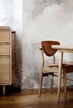 Wow, fantastic scandinavian interior style, with solid oak furniture, beautiful . Nordic Interior Design, Scandinavian Interior, Interior Styling, Simple Interior, Restaurant Chairs, Restaurant Design, Noma Restaurant, Restaurant Interiors, Copenhagen Restaurants
