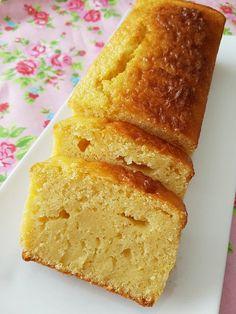 C'est un peu la mono-manie du gâteau au citron actuellement dans ma p'tite cuisine … faut dire que c'est un parfum en pâtisserie qui est vraiment adoré par mes deux gourmand…