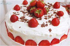 Fruchtig, frische Erdbeertorte ohne Sahne und Gelatine  #Erdbeeren #strawberries #backen #Biskuit #ohnesahne #ohnegelatine #Rezept #sommer #lecker #einfach #thermomix #foodblog