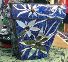 Mosaic Pots - Best Online Mosaics Supplier for Mosaic Tiles & Supplies. Learn the art craft of Mosaics with us! Mosaic Planters, Mosaic Garden Art, Mosaic Vase, Mosaic Flower Pots, Mosaic Diy, Mosaic Crafts, Mosaic Projects, Stained Glass Projects, Mosaic Tile Supplies