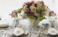 The Enchanted Home: Beautiful table setting by Carolyne Roehm Elegant Table Settings, Beautiful Table Settings, Table Arrangements, Floral Arrangements, Flower Arrangement, Estilo Shabby Chic, Enchanted Home, Centerpieces, Table Decorations