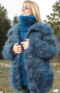 Hug me tightly to your fuzzy body. Angora, Turtleneck Outfit, Sweater Outfits, Mohair Sweater, Wool Sweaters, Gros Pull Mohair, Sweater Layering, Blue Cardigan, Wool Coat