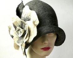 162ad9d5678f0 Chapeau de feutre gris chapeau de feutre chapeau Cloche | Etsy Chapeau  Rose, Chapeau Cloche