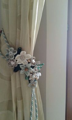 Romantic Drapery Tie-Back . love the idea. Curtain Holder, Curtain Tie Backs, Curtains And Draperies, Drapes Curtains, Diy And Crafts, Arts And Crafts, Curtain Designs, Faux Flowers, Window Coverings