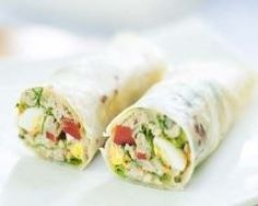 Tuna, hard-boiled egg and mayonnaise wrap - Christal Koppe Healthy Salad Recipes, Veggie Recipes, Appetizer Recipes, Cooking Recipes, Rice Recipes, Paninis, Love Eat, Love Food, Salty Foods