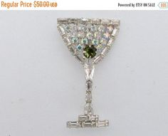 ON SALE B David Martini Glass brooch with green olive rhinestone Aa581
