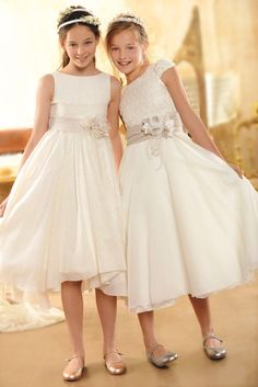 Vestido corto con cuerpo de encaje y vestido corto de guipur. Primera #Comunion en #ElCorteIngles. Boda elegante, elegant wedding