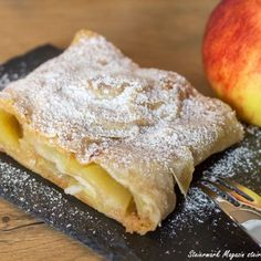Easy Apple Strudel Recipe, Strudel Recipes, Apple Recipes, Granny's Recipe, Mary Recipe, Austrian Desserts, Cakes By Melissa, Making Sweets, Tasty Pastry