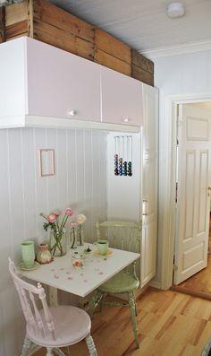 Kjøkkenkroken og nye loppisfunn :O) Nye, Loft, Kitchen, Furniture, Home Decor, Lofts, Cuisine, Kitchens, Interior Design