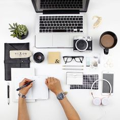 Making plans. #desktop #essentials #flatlay #flatlayapp #flatlays www.theflatlay.com