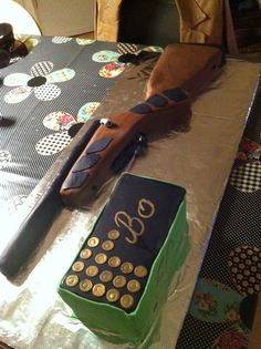 Hunting Rifle cake by klappeklappekage, via Flickr