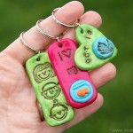 LOVE THIS SITE - LOTS OF CRAFTS :-)    Stamped Clay Jewelry (and Keychains and Gift Tags)