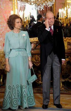 Королевская мода Queen Sophia, Princess Sophia, Over 50 Womens Fashion, Fashion Tips For Women, Fashion Ideas, Spanish Royal Family, Royal Queen, Bridesmaid Dresses, Wedding Dresses