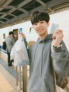 "From @CUBE_PTG : ""[#홍석] 홍구 (feat. 신칸센) 들떴다 들떴다"""