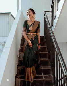 Gorgeous Kanjeevaram Saree Border Ideas You Must Look Out For South Indian Wedding Saree, Indian Bridal Sarees, Indian Bridal Outfits, Indian Bridal Fashion, Indian Bridal Wear, Indian Fashion Dresses, Indian Designer Outfits, Tamil Wedding, South Indian Sarees