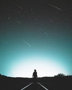 "31.9 mil curtidas, 339 comentários - Bryan Adam Castillo (@bryanadamc) no Instagram: ""taking a meteor shower."""
