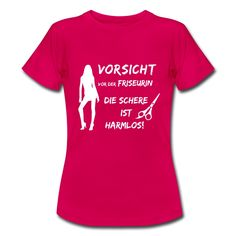 #Vorsicht vor der #Friseurin die #Schere ist #harmlos. Tolles #Design und cooler #Spruch auf dem pinken #T-Shirt. EINFACH HIER KLICKEN!