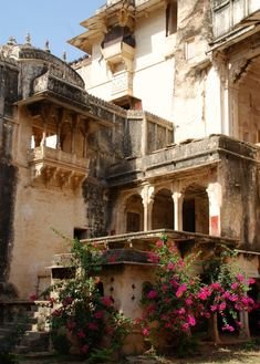 Photograph of Bundi Garh Palace, Bundi, Rajasthan, India India Architecture, Ancient Architecture, Beautiful Architecture, Places To Travel, Places To Go, Northern Italy, Varanasi, India Travel, Uganda Travel
