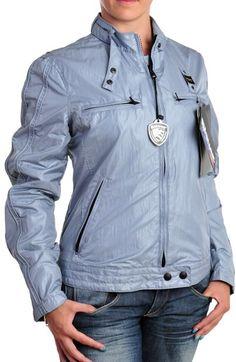 El entretiempo nunca estuvo mejor acompañado..chaqueta de Blauer.
