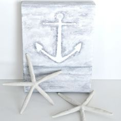 Make this simple DIY canvas with a beach-y feel!