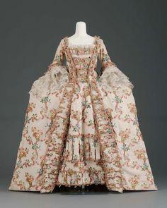 OMG that dress! — Dress 1770 The Museum of Fine Arts, Boston