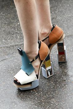 Balenciaga shoes - Fashion week Paris These are the coolest things ever. Ugly Shoes, Women's Shoes, Me Too Shoes, Shoe Boots, Art Shoes, Fashion Week Paris, Fashion Weeks, Open Boot, How To Make Shoes