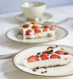 May I tempt you with a vegan, coconut and vanilla cheesecake with strawberries? yepp, its gluten free alright!