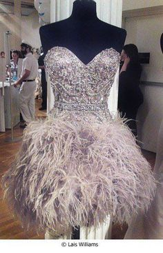 This dress looks like so much fun! I wish I had an event to go to so I could wear something like this!