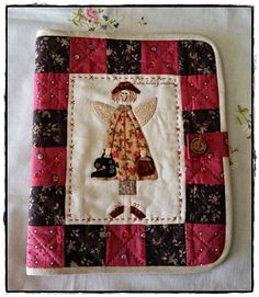 entre hilos y encinas: Un trabajo hecho con mucho mimo..... Anni Downs, How To Make Bookmarks, Pin Cushions, Tablets, Quilts, Stitch, Sewing, Cover, Angeles