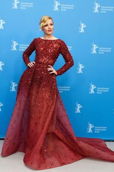 Elizabeth Banks is SLAYING in this dress.