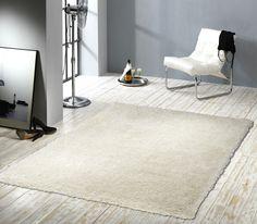 Design Hochflor Teppich Mellow in der Farbe weiß. Elegante Glitzereffekte zeichnen diesen Hochflor Teppich aus. Weitere tolle Design Teppiche & Wohnaccessoires finden Sie unter: www.beganta.de