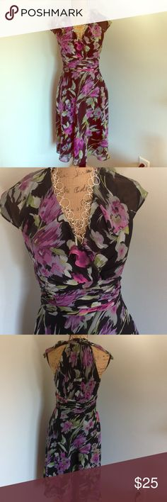"Evan Picone Floral Dress Beautiful floral dress by Evan Picone. Size 8. Zips up side. Cinched waist. Waist is 31"" length is 41"" bust is 35"". Polyester. Evan Picone Dresses Midi"