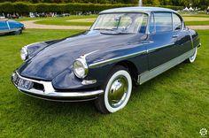 #Citroën #DS #Coach #Le_Paris à #Chantilly Arts et Elégance. Reportage complet : http://newsdanciennes.com/2015/09/07/grand-format-chantilly-arts-et-elegance/ #Classic_Cars #Vintage #Cars #Voiture #Ancienne