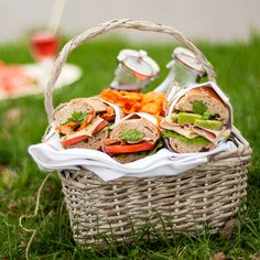 What about a picnic in the free. Summer Feeling, Wicker Baskets, Good Food, Outdoor, Free, Outdoors, Outdoor Games, Clean Eating Foods, Eating Well