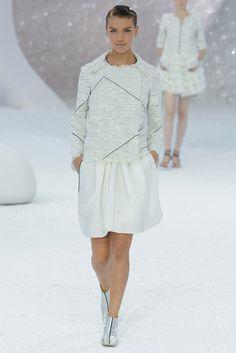 Chanel Spring 2012 Ready-to-Wear Fashion Show - Arizona Muse (Next)