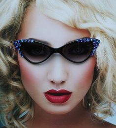Retro Cat Eyes Sunglasses with Violet Cubic Z Crystal Flowers