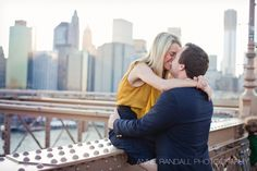 Brooklyn Bridge, NY.  Engagement Photography.  Annie Randall Photography