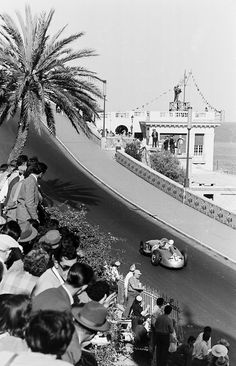 Stirling Moss (Mercedes-Benz W196) Grand Prix de Monaco 1955 - Broooom.com.