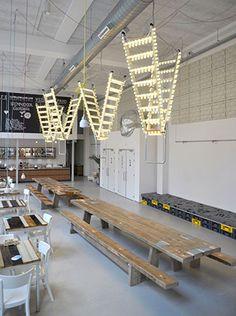 3 variations: échelle | Les idées de ma maison © Via stylecity.in #deco #idee #echelle #luminaire #farfelu